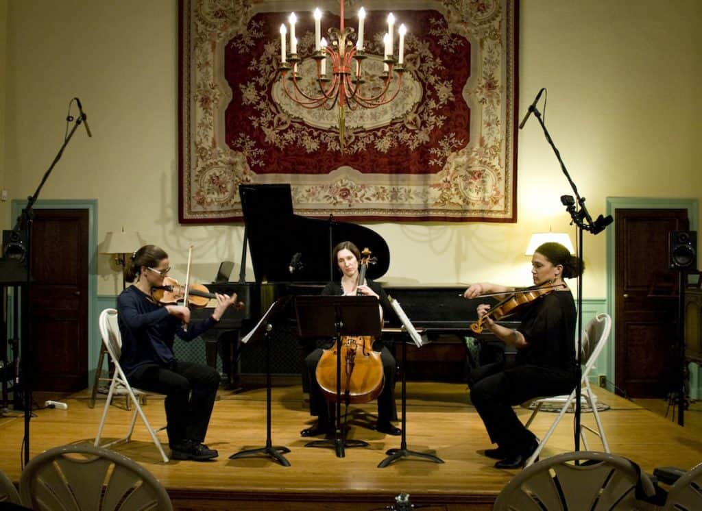 """Verdant Vibes performs Julie Barwick's """"Shroud"""" at The Music Mansion, February 2017"""
