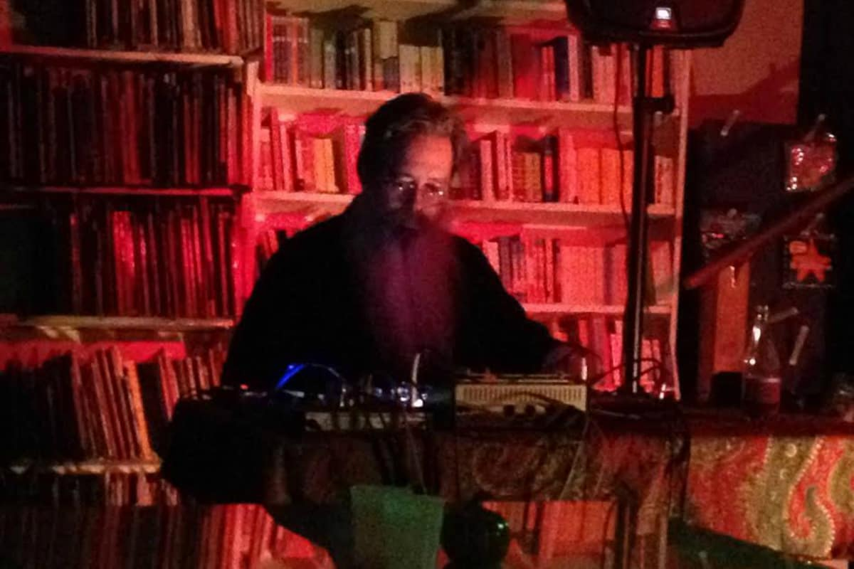 David Seidel, performance at Toadstool Books, Peterborough, New Hampshire, photo by Tom DePlonty